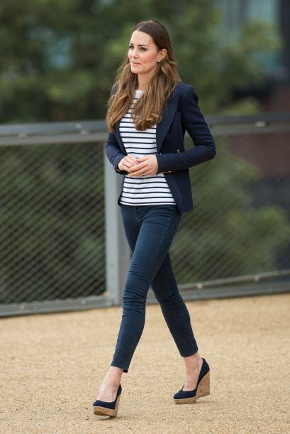Para este evento Kate Middleton llegó vestida con unos 'skinny je...