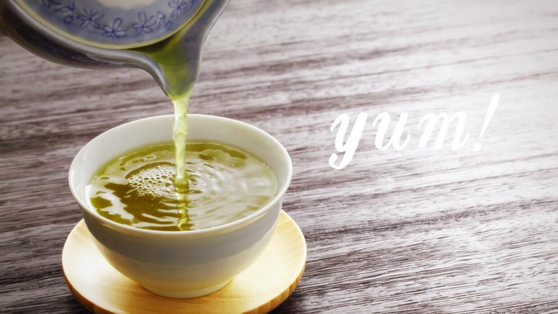 Sirviendo té verde