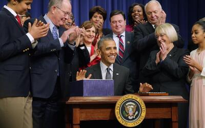 Obama devuelve a los estados el poder sobre la educación