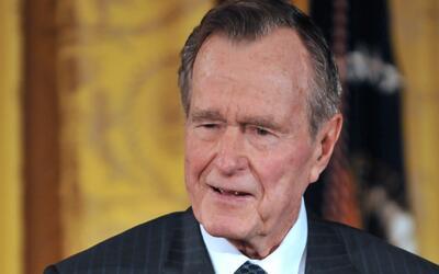 Expresidente George H. W. Bush salió de la UCI del hospital Metodist en...