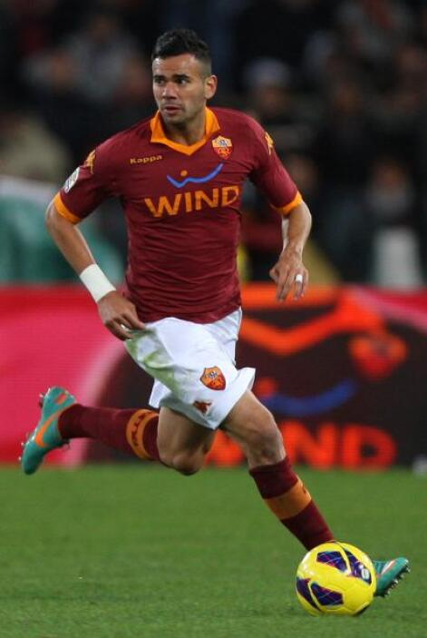 También aparece Leandro Castan, defensa brasileño de la Roma. Este later...