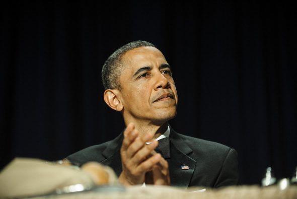 Obama cambió a un tono serio para cerrar su presentación, al mencionar l...