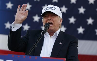 El candidato republicano a la presidencia Donald Trump hablando diurante...