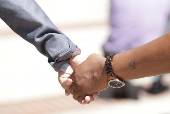 Los presentes juntaron sus manos como gesto de soildaridad y unión
