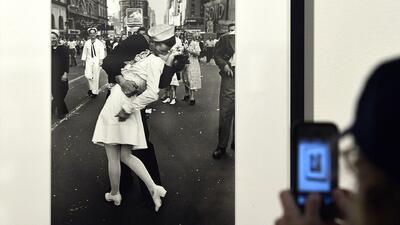 Murió el protagonista del famoso beso en Time Square