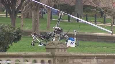 Un pequeño helicóptero aterrizó en los jardines del Capitolio