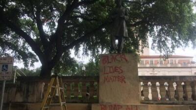 La estatua de Jefferson Davis fue vandalizada como protesta.