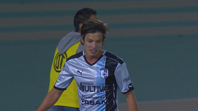 Carlos Fierro hace el 'oso' de la Copa MX