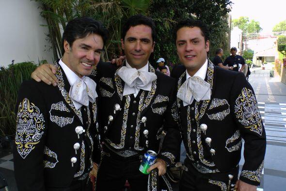 Pero Jorge Salinas no estuvo solo en el foro, pues lo acompañaron alguno...