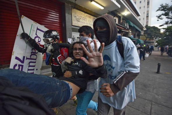 Aunque las  protestas han sido en su mayor parte de manera pacífica,algu...