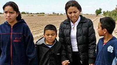 Hispanos en Estados Unidos sufren discriminación por el color de su piel...