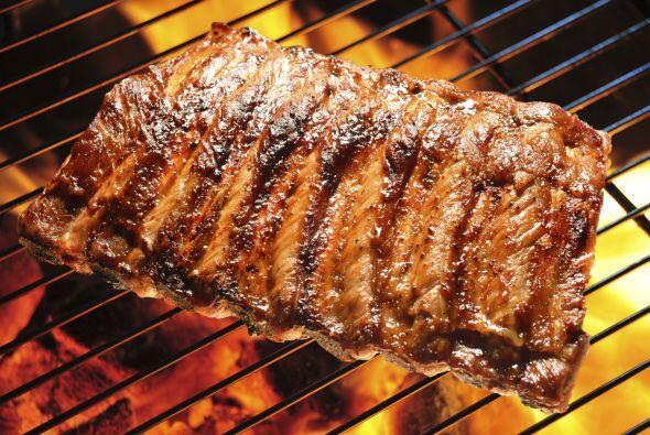 Deja reposar las carnes algunos minutos antes de cortarlas, esto les per...