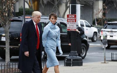 Para la inaguración Melania Trump eligió un traje baby blu...