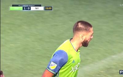 Clint Dempsey no falla de penal y abre la cuenta a favor de los Sounders
