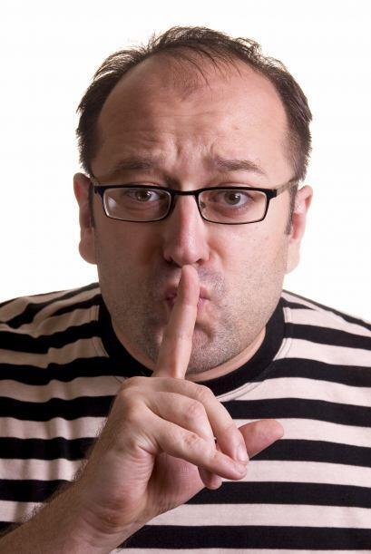 Los mentirosos se ponen a la defensiva y no dan muchas explicaciones, tr...