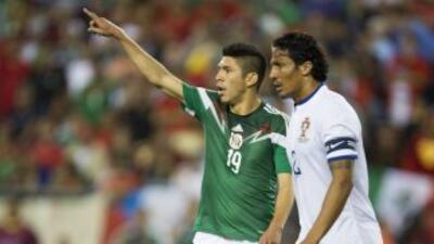 Oribe Peralta se esforzó, pero no pudo hacer daño a la defensa de Portugal.