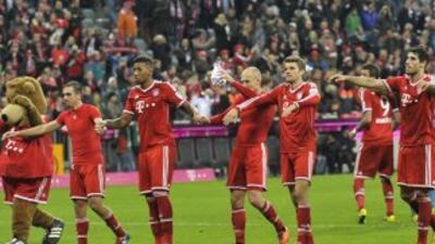 Bayern celebra su victoria y récord al final del partido.