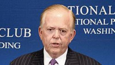El polemico conductor Lou Dobbs, enemigo de la inmigracion ilegal, dejar...