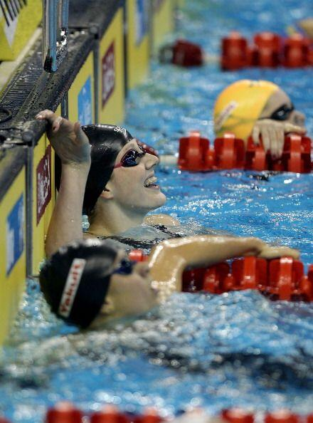 La medallista de oro logró un registro de 2:05.10 por 2:06.06 de Hocking...