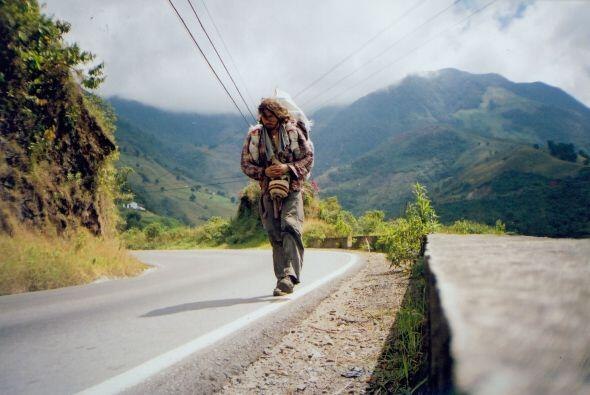 Hasta ahora ha caminado 20mil millas. Karl ha pasado por miles de obstác...