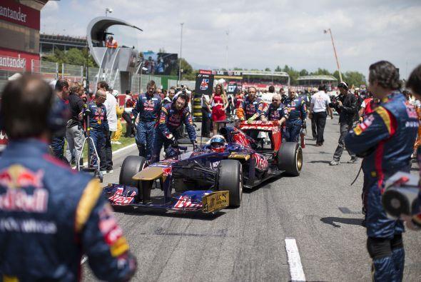 En la novena vuelta, tras el abandono de Romain Grosjean, el 'pit lane'...