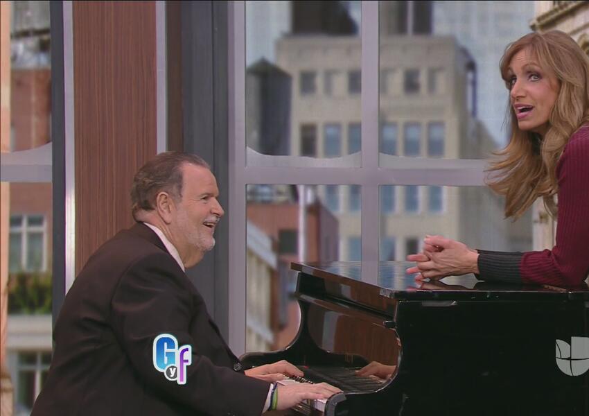 Raúl de Molina tocó el piano en vivo.