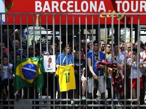 Las inmediaciones del Camp Nou estaban llenas de fanáticos del Ba...
