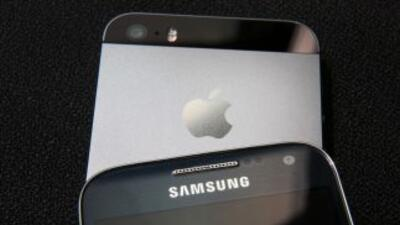 La estadounidense Apple ya le pisa los talones a su rival surcoreano Sam...