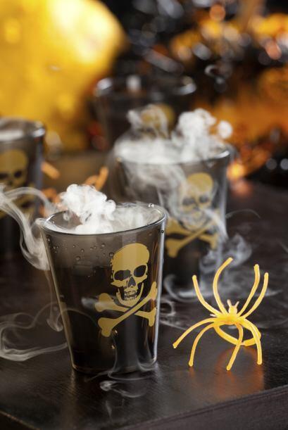 Cómo mezclar Servir en una copa abierta para champán  En un vaso combina...