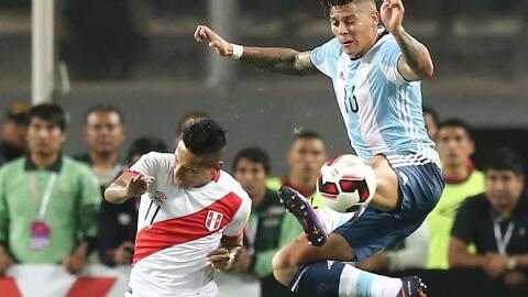 Argentina y Perú igualaron a dos goles en el Estadio Nacional de...