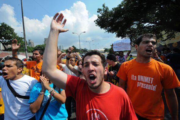 """Políticos de oposición han denunciado las maniobras como un """"golpe"""" ante..."""