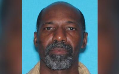 Las autoridads buscan a Russell Cormier, de 53 años, quien es sos...
