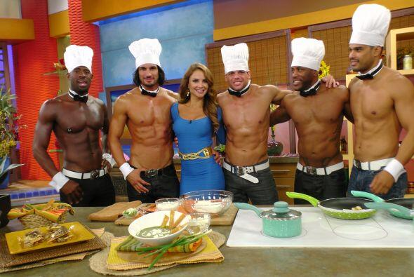 La presentadora de Despierta América tuvo unos guapos y musculosos invit...