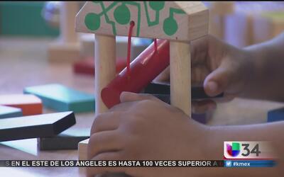 Desde pequeños los niños eligen juguetes diseñados para su género, según...