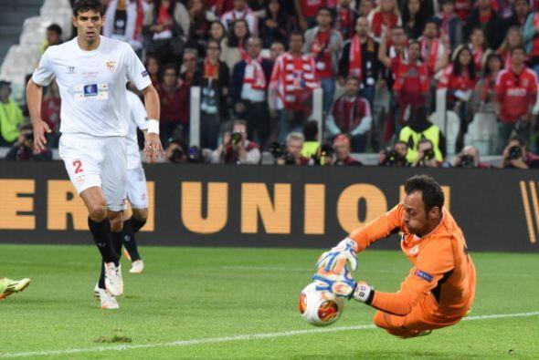Hubo pocas aproximaciones a gol, las cuales fueron bien resueltas por lo...