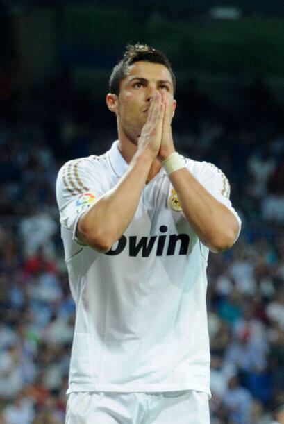 Cristiano reza para que se le de un gol y el árbitro escuch&oacut...