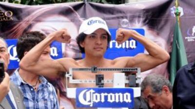 Sal Sánchez II sin problemas con la báscula (Foto: HG Boxing)