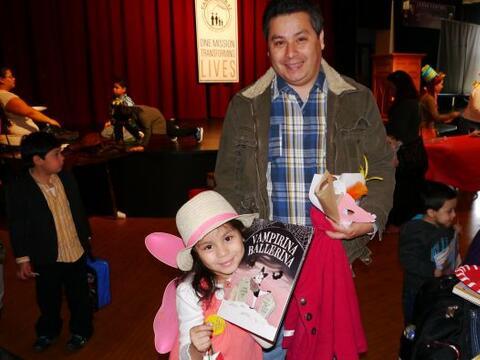 Univision Chicago celebró el Día de los Niños junto aCasa Central's ABC...