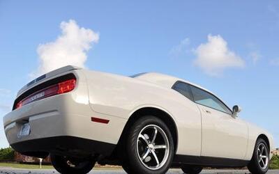 El Challenger es un coupé de dos puertas con verdadera capacidad para ci...