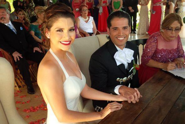 Esta es la primera foto oficial de Ana Patricia y Luis Martínez como mar...