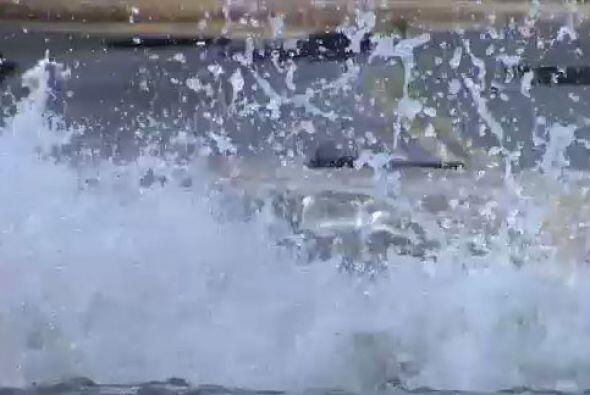 Ante los 10 millones de galones de agua perdidos,  por la ruptura de una...