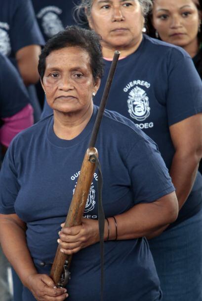 No hay distinción, ellas utilizan las mismas armas que los hombres. (Fot...