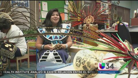 Los 'Danzantes del Sol' conservan el folklor de la cultura azteca