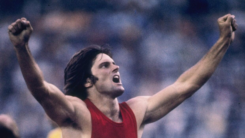 Bruce Jenner, quien ganó la medalla de oro en atletismo en los Juegos Ol...