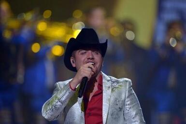 ¡El Dasa, pa' la raza! El cantante triunfó sobre el escenario.