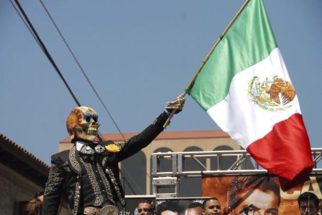 La ya famosa 'Calavera' se hizo presente con la bandera de México.