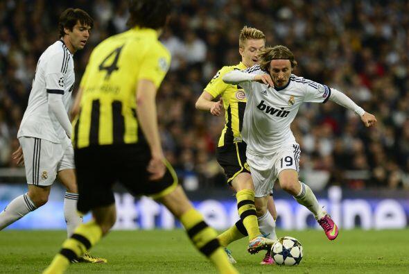 Luka Modric hacía lo que estaba en su poder para darle juego al Madrid.