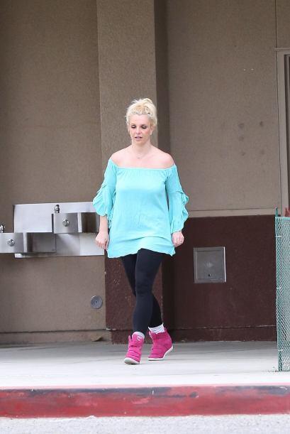 Encontramos a Britney Spears en su papel de mami. Mira aquí lo último en...