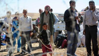 Unos 130 mil refugiados sirios cruzaron la frontera de Turquía