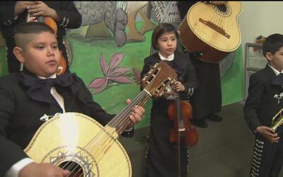 Pioneros hispanos: Mariachi de niños en Pacoima